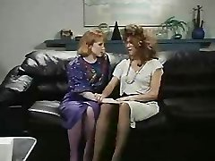 Retro Office Lesbo ' s Kut en Kont Likken Strap-On