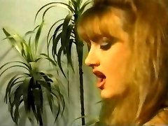 Vintage Femdom Olivia Outre z Brooke Vode