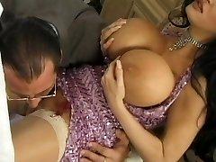बड़े स्तन के साथ..!!