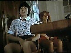 खुश एक टाउट न आने की (1977) के साथ तीन सींग का