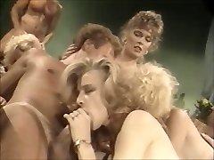 क्लासिक नंगा नाच है । 80's