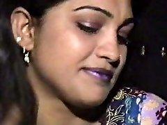 लाहौरी हेरा मंडी पंजाबी त्रिगुट में पाकिस्तानी लड़की