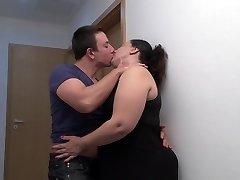 Grand mère baiser sucer et baiser adolescent fils