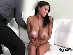 Huge tits amateur hottie penetrates on casting