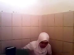 Arab woman goes pee in a public wc