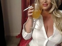 Hot Blonde Labia Smokes