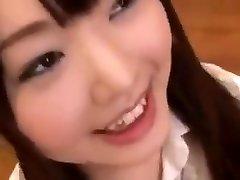 söt japansk skolflicka bukkake