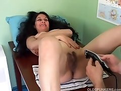 Pretty mature latina gets her vulva bald