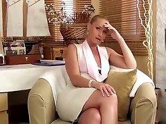 Virtuel quickie avec une belle secrétaire