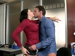 Curvaceous brunette secretary Juelz Ventura blows her chief's thick cock