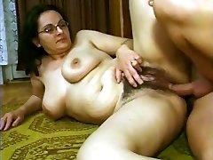 hårig tysk mamma i glasögon dp gått