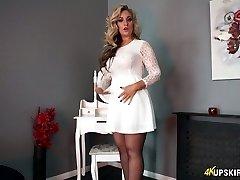 Enthralling towheaded mommy Kellie O Brian showcases what she got under her skirt