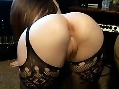 Pales stunner bif round ass shaved cameltoe pussy rock-hard nipples