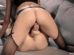 Hot Brunnette Μία Strapon Γαμάει Κοκκινομάλλα Μαρία