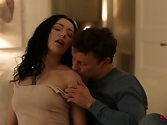 Romantic seductive stunner Emily Bender concludes up the date with torrid fuck