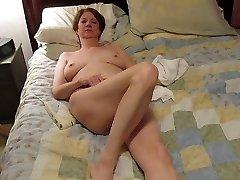 julie masturbándose al orgasmo