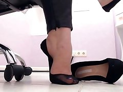 spying soles on the workplace