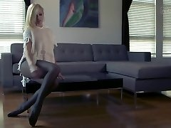 Sensual tease comes with intense orgasm