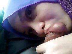 Blowjob Hijab Girlfriend In The Car