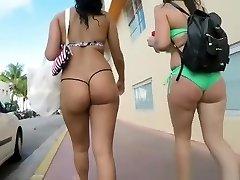 Sexy kont in micro bikini string