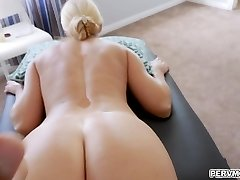 Slamming stepmoms pussy with an entire knuckle