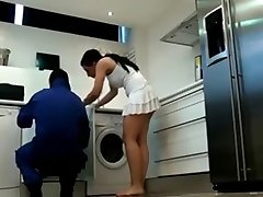 Covert Cam Dangerous Woman, Plumber Was Captivated