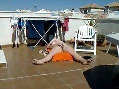 esposa masturbándose en la terraza de la azotea