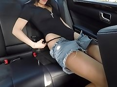 Scorching damsel jerking on back seat of the car and wasn't caught - Mini Diva