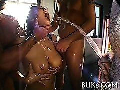 Escravo fica mijando de corporalist
