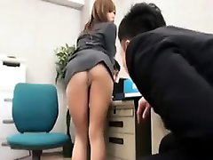 Sexy office babe poses on her chair and shows her boss nice