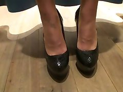 LGH - German High Heels Pumps in der Umkleide