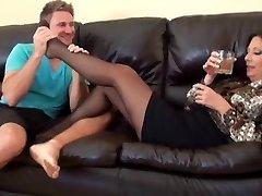 My girlfriends hot mom 2 pt2