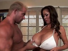 Minka - Hot Busty Cougar