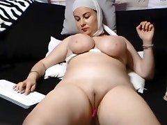 SAUDI ARABIAN Gal SHOWS HER SHAVEN Labia