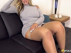 UK MILF with ash-blonde hair Kellie OBrian is always well-prepped to demonstrate booty