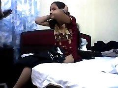 Young indian teenie loosing her virginity