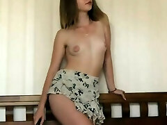 Sensual Shaved Model Shows Off Her Perfection On Web Cam