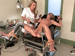 Girl/girl gynecologist puts on strapon and fucks wet labia of Jaelyn Fox
