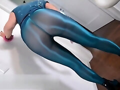 Nicole in blue shiny pantyhose full version