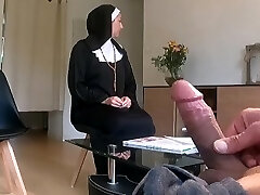 I take my cock out in a religious mansion ... I expect she won't call the police !!