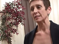 Mature brunette gets her bush shaved - Telsev