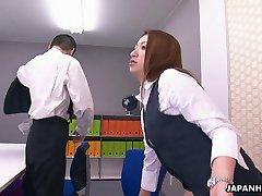 Biuro lady dostaje najlepsze sześćdziesiąt dziewięć dla swojego szefa