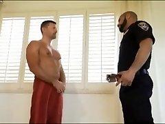 Policija ustavi Tuš