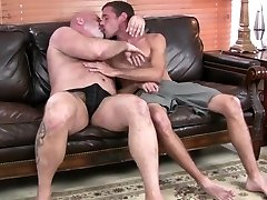 Red-hot daddy bear gets fucked