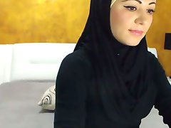 Stunning Arabic Beauty Cums on Camera