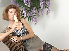 Mature babe goes solo on camera