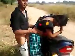 desi bitch having quickie by the road while friend