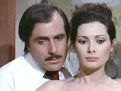 Edwige Fenech - La signora gioca bene a scopa (1974)