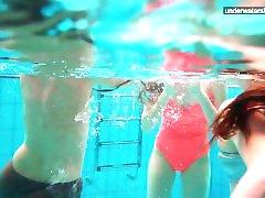 3 nagie dziewczyny zabawy w wodzie