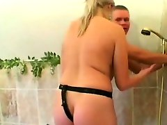 Blondie strapon fucks horny bf ass hole in the bathtub